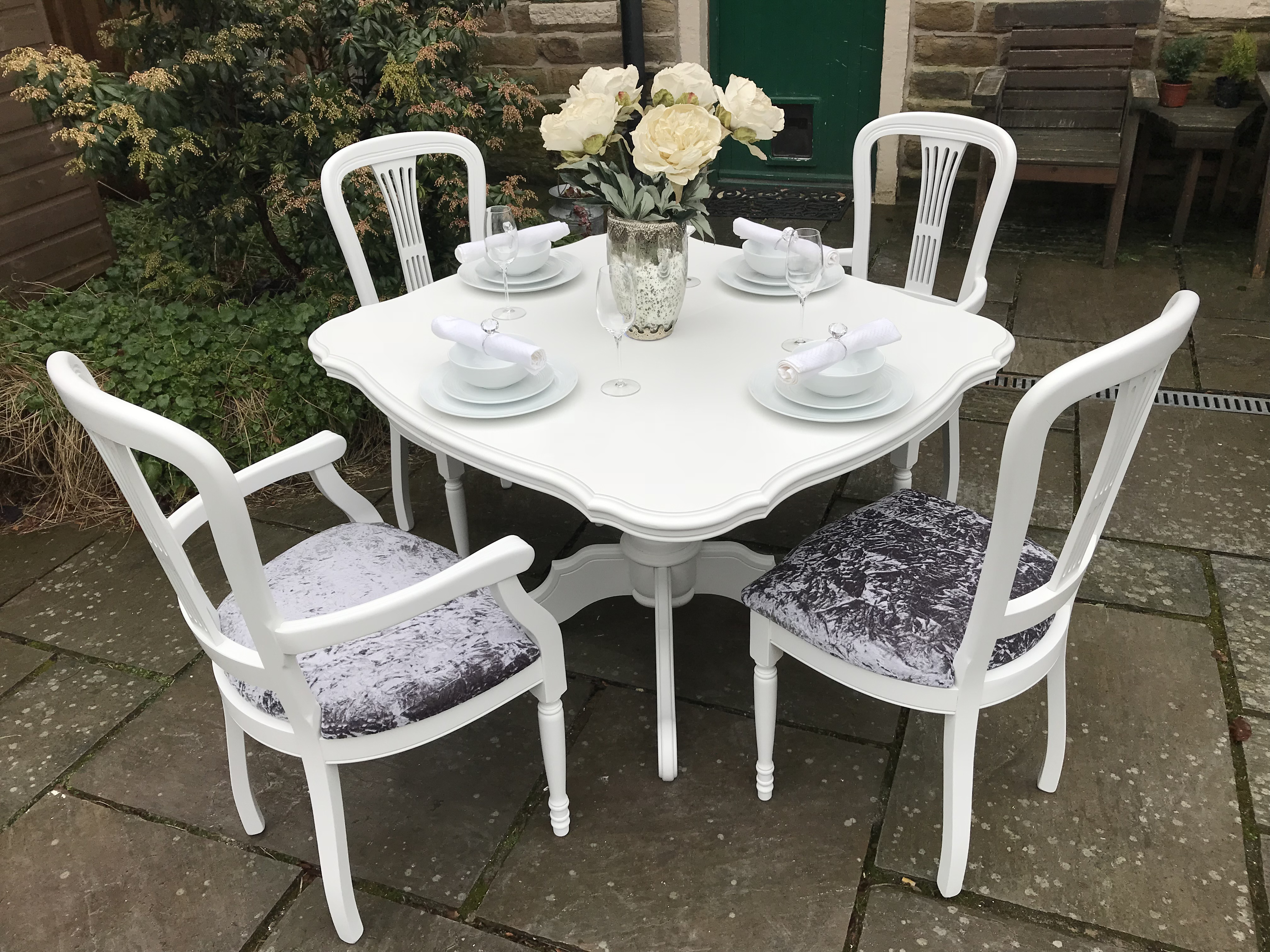 Elegant Vintage Dining Table & 6 Chairs