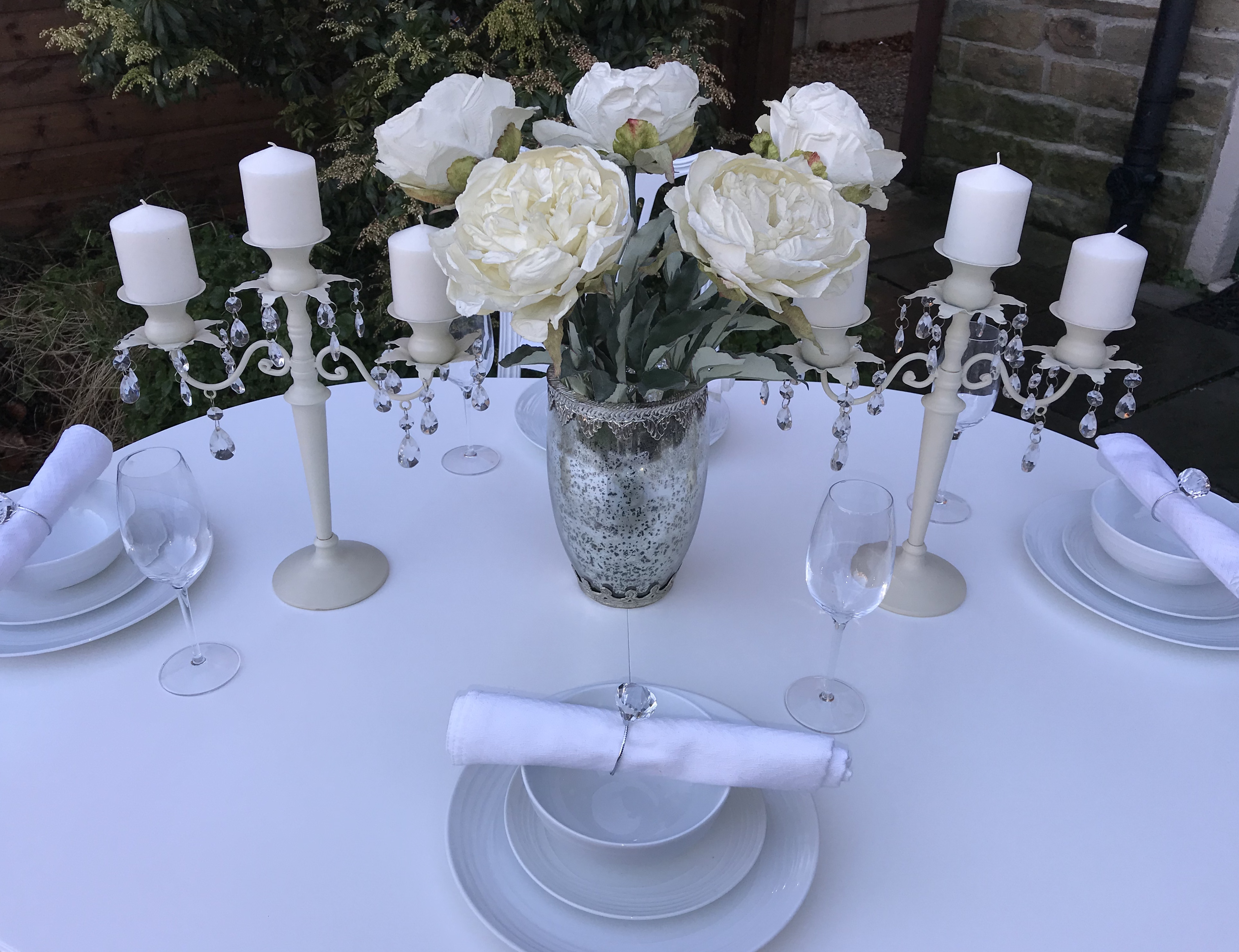 Vintage Elegant Extending Dining Table & 6 Chairs