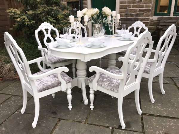 Exquisite Rare Extending Dining Table & 6 Carver Chairs