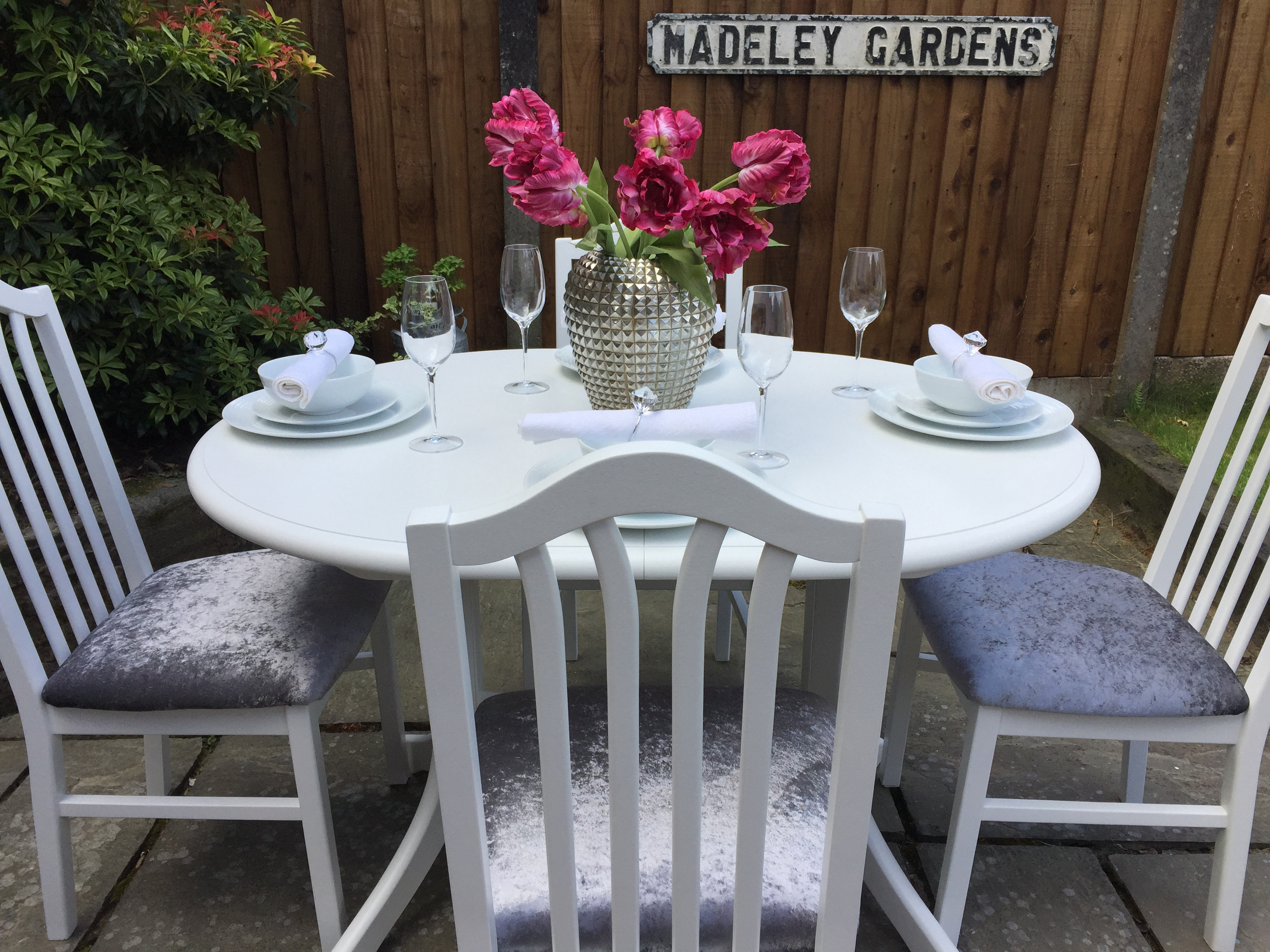 Extending Small Dining Table & 4 Chairs