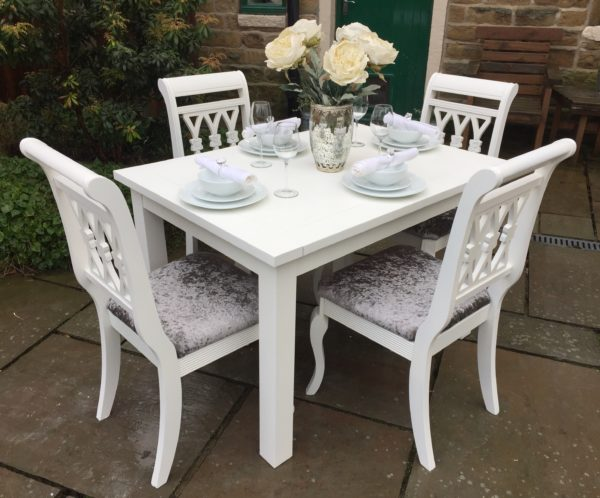 Extending Dining Table & 4 Chairs ~ Seats 6