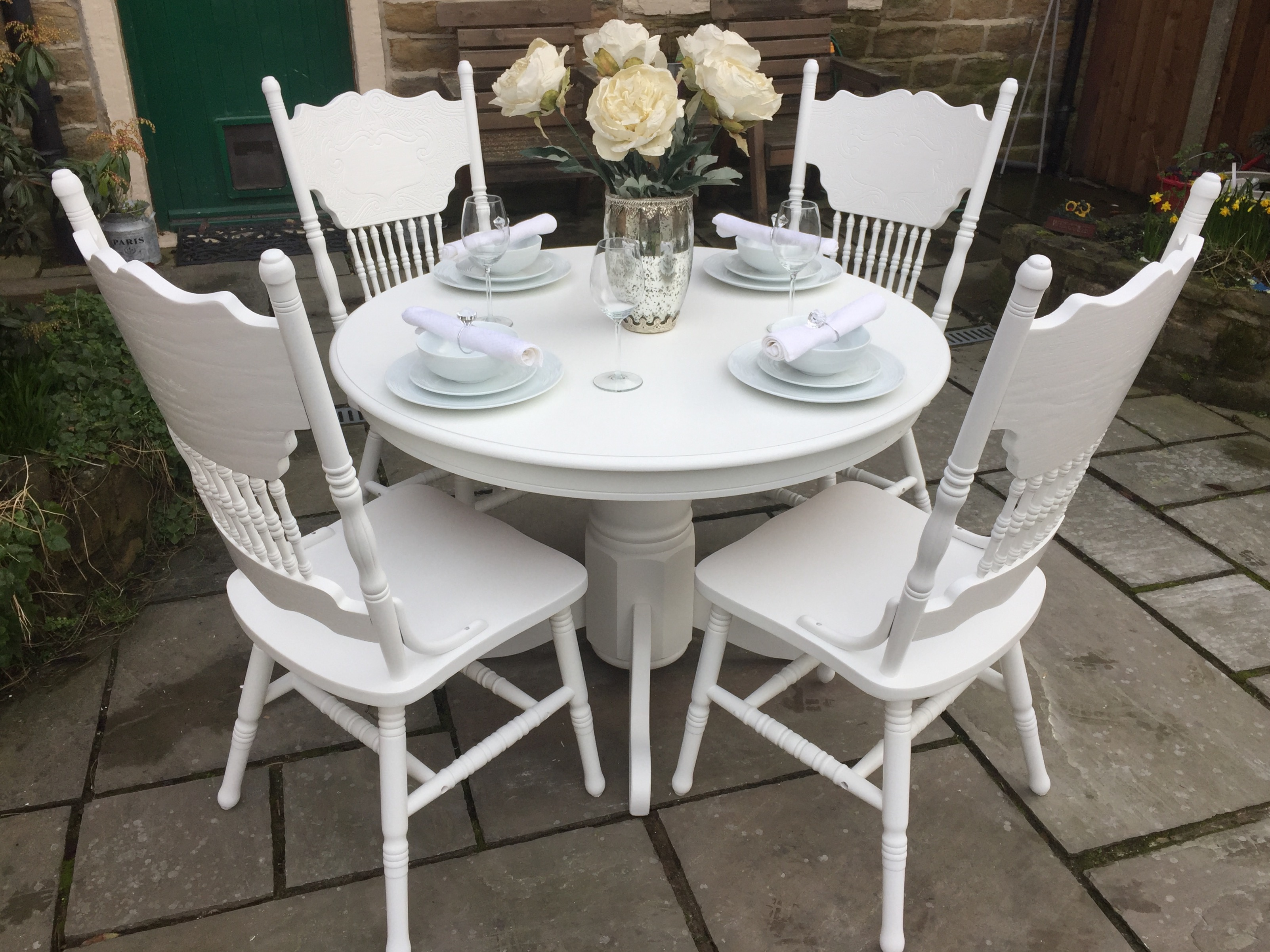 Stunning Vintage Dining Table & 4 Ornate Chairs
