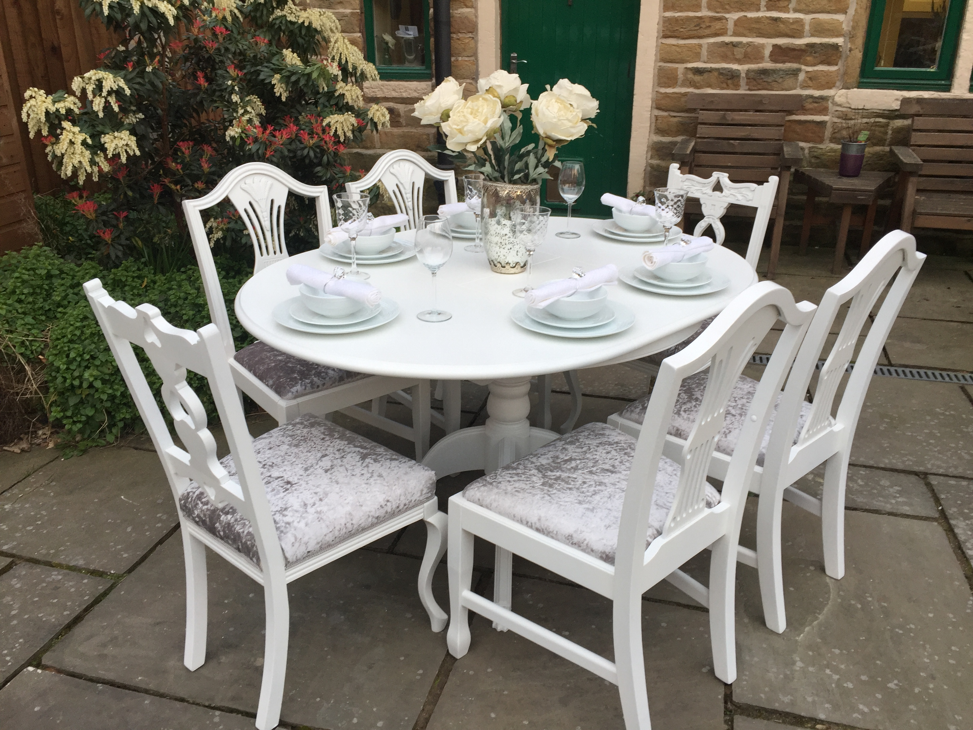 Round Extending Dining Table & 6 Chairs